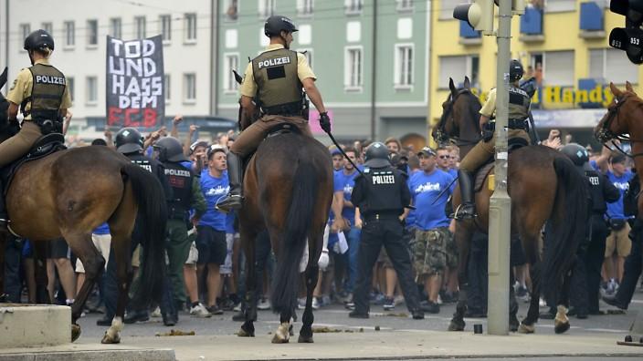 Fanprobleme beim Regionalliga-Derby TSV 1860 München II - FC Bayern München II, 2013