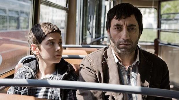 Veysel (Abdulkadir Tuncer) und sein Vater (Nazmi Kirik)