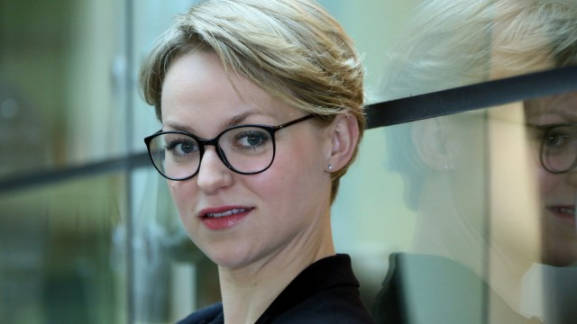 Lisa Wagner als Kommissarin Heller