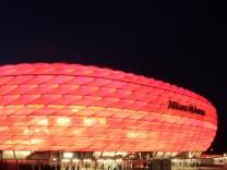 Allianz-Arena bei Nacht in München, 2012