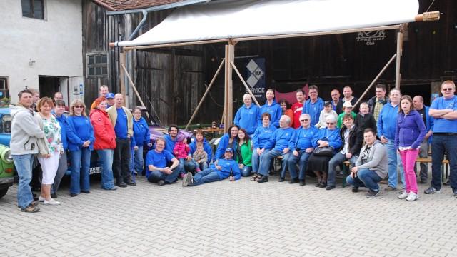 Die Mitglieder des Bayerischen Trabant Clubs.