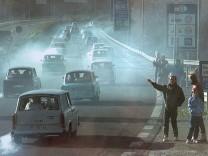 Trabant-Kolonne an der innerdeutschen Grenze.