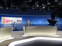 Jan Hofer präsentiert erste Tagesschau aus neuem Studio