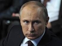 Wladimir Putin nimmt an einem Medienforum in Sankt Petersburg teil