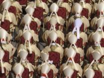 Papst Franziskus tritt mit Messe sein Amt an