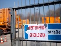 Geschlossenes Tor des Wertstoffhofes Lochhausener Straße 32