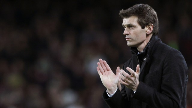 File photo of Barcelona coach Vilanova clapping during their Spanish First division soccer league match against Espanyol at Camp Nou stadium in Barcelona