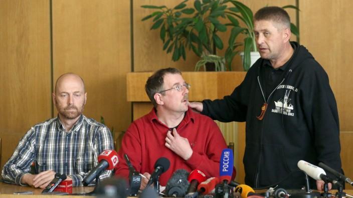 Festgesetzte OSZE-Beobachter vorgeführt