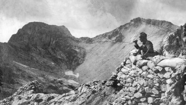 Österreichischer Posten in einer Stellung an der Italienfront, 1916