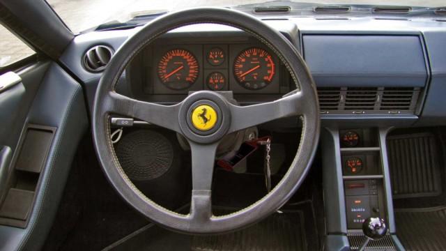 Der Innenraum des Ferrari Testarossa