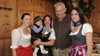 Wirtsleute neues Oktoberfestzelt 'Marstall'.