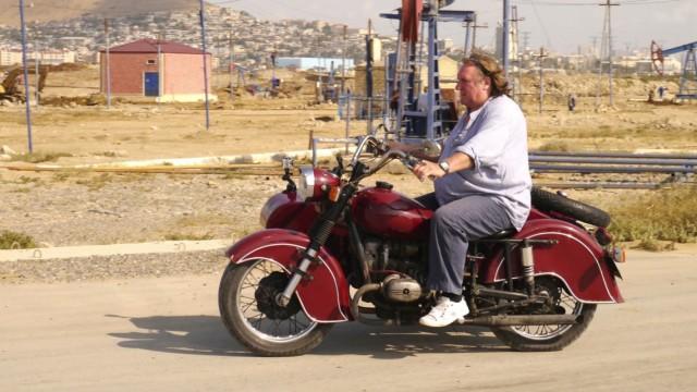 """Reise durch den Kaukasus: GŽrard Depardieu auf den Spuren von Alexandre Dumas; Gérard Depardieu in der Doku """"Reise durch den Kaukasus"""""""
