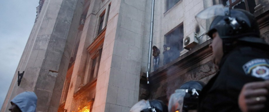 People wait to be rescued on an upper storey ledge during a fire at the trade union building in Odessa