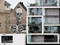 Gruselige Hauswand