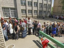 Residents in eastern Ukraine vote on independence referendum