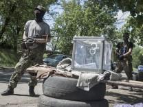Residents in eastern Ukraine vote on independence referendum