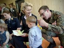 Von der Leyen eröffnet erste Kinderkrippe der Bundeswehr