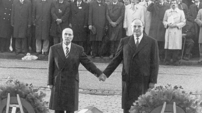Francois Mitterand und Helmut Kohl in Verdun, 1984