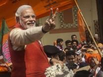 *** BESTPIX *** BJP Leader Narendra Modi Campaigns In Gujarat
