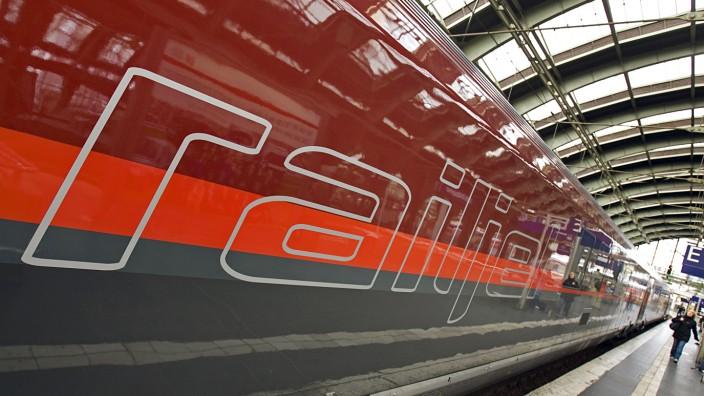 Railjet-Zug in Berlin