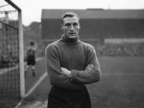 Britain Soccer Obit Williams