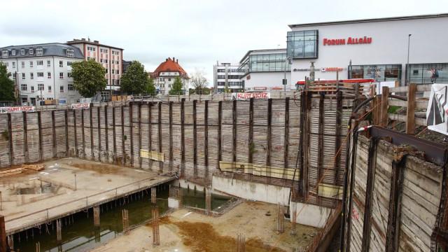 Einsturzgefährdete Baugrube