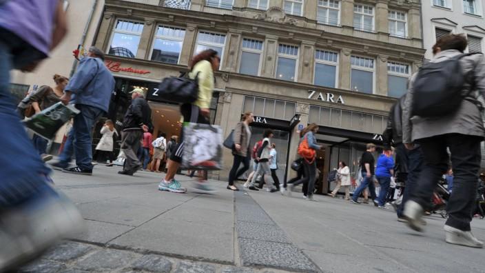Kleiderladen in der Münchner Fußgängerzone, 2014