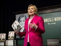 Hillary Clinton stellt ihre Autobiografie vor