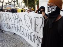 Anti-FIFA-Demonstranten in Curitiba