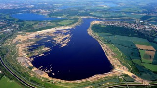 Der Zwenkauer See im Leipziger Neuseenland wird aktuell noch geflutet.