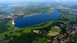 Dieses Restloch wurde von 1993 bis 2000 geflutet und ist heute der Cospudener See - ein beliebtes Badeziel für die Leipziger.