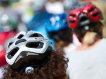 Weiche Fahrradhelme schützen besser als harte.