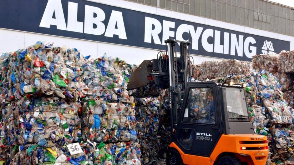Recycling von Kunststoffflaschen bei Alba Recycling