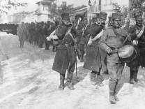 Serbische Infanterie nach dem Ausbruch des Ersten Weltkriegs, 1914