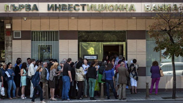 Bulgarian banking sector in turmoil after large amount of assets