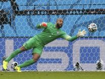 Howard of the U.S. concedes a goal scored by Germany's Mueller during their 2014 World Cup Group G soccer match at the Pernambuco arena in Recife