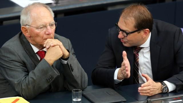 Wolfgang Schäuble und Alexander Dobrindt im Bundestag