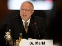 Interimspräsident August Markl bei der ADAC-Bilanzpressekonferenz
