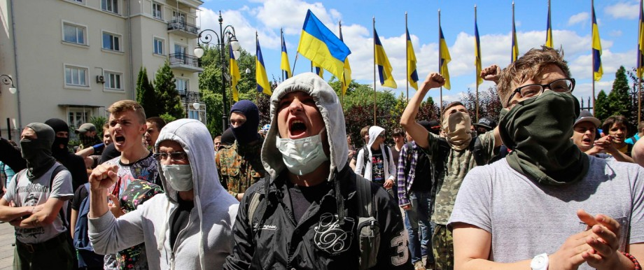 Activists take part in protest calling for an end to the ceasefire against separatist rebels in Kiev