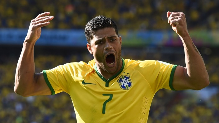 Brazil's Hulk engages the crowd for support during their 2014 World Cup round of 16 game against Chile at the Mineirao stadium in Belo Horizonte