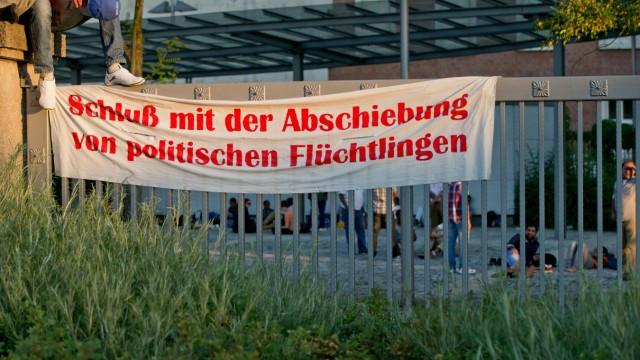 Asylbewerber auf Bundesamts-Gelände