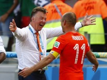 Netherlands coach Louis van Gaal celebrates with Arjen Robben after winning their 2014 World Cup round of 16 game against Mexico at the Castelao arena in Fortaleza