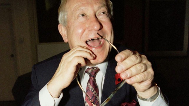OLEG GORDIEVSKY LAUGHS AT THE ANNIVERSARY OF MASTERMIND