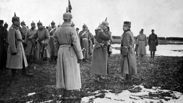 Kaiser Wilhelm II. bei der Truppe in Galizien