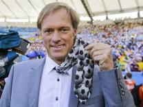 Gerhard DELLING Moderator mit Fussball Krawatte Sportmoderator VIP Promi Show Entertainment Fe