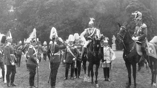 Kaiser Wilhelm II. bei einer Parade, 1912
