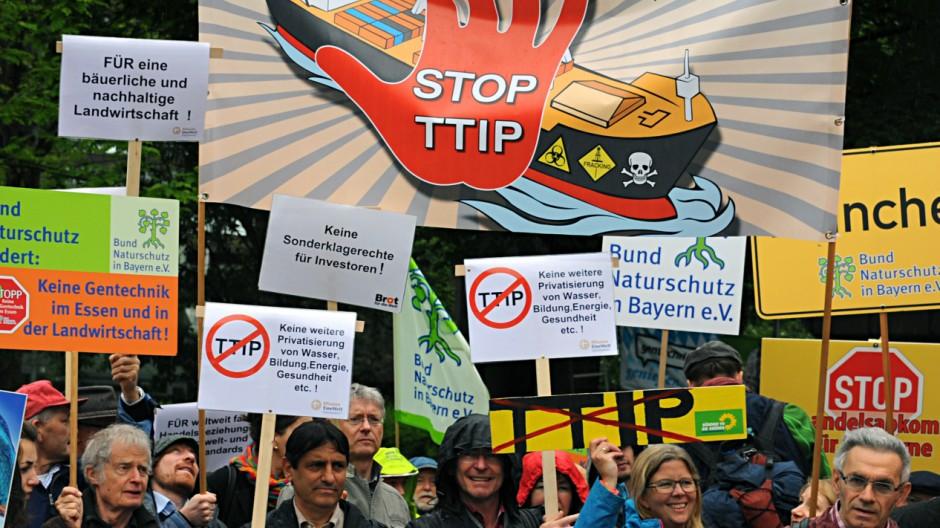 Kundgebung gegen Freihandelsabkommen TTIP