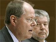Peer Steinbrück und Kurt Beck stellen SPD-Steuerkonzept vor; dpa