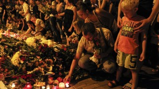 People place tributes at the Dutch embassy for victims of Malaysia Airlines MH17, which crashed in eastern Ukraine, in Kiev