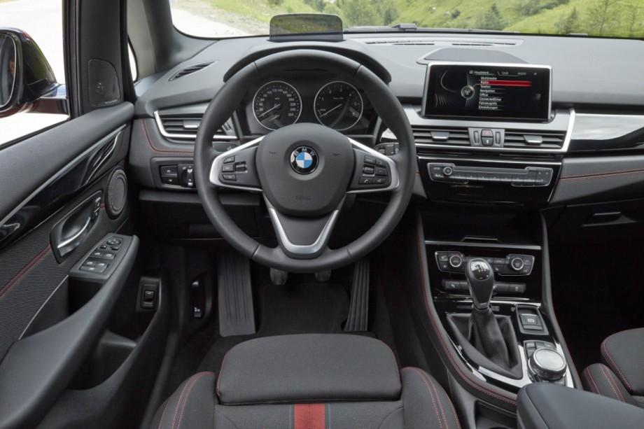 Armaturenbrett bmw  BMW Zweier Active Tourer - Das Armaturenbrett ist kein Cockpit - BMW ...